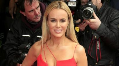 amanda-holden-lies-naked-on-a-bed-of-cabbages-for-peta-136406443396003901-160526123311