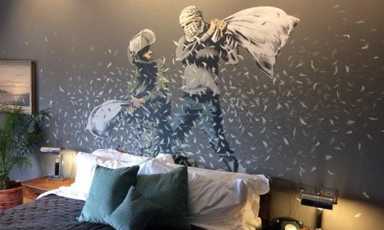 banksy-bethlehem-hotel-00
