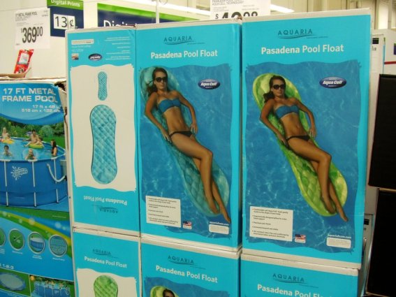 huge_maxi_pad_pool_float__by_paulrokicki-d53mh4e